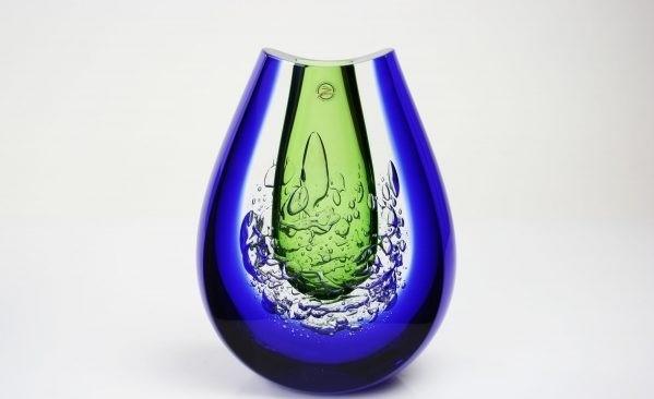 Handgemaakte groen,blauwe vaas van Boheems kristal