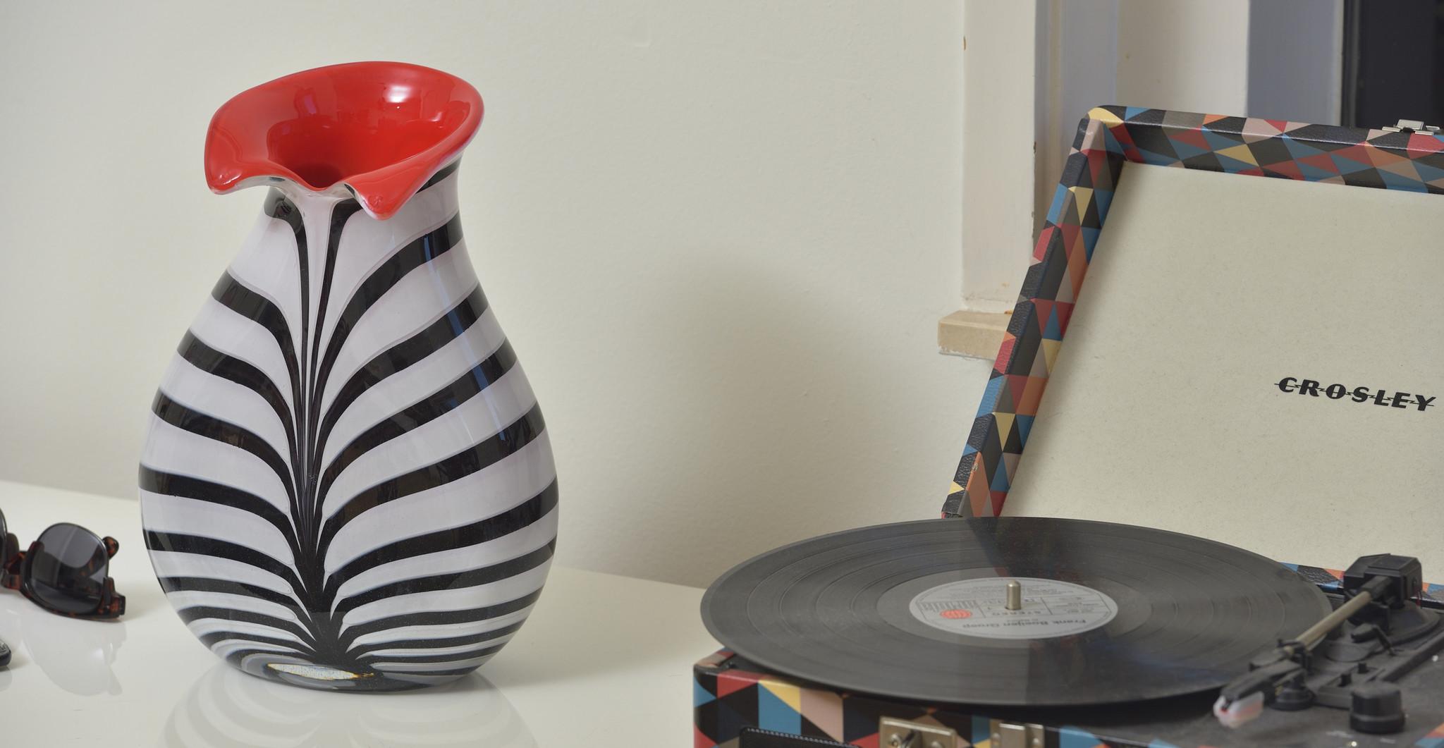 Handgemaakte Zebra/rode vaas L.
