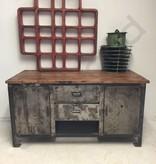 Industrieel meubel Stoer dressoir, industriele werkbank