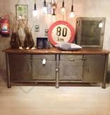 Industrieel meubel Verkocht! Stoer dressoir, industriele werkbank