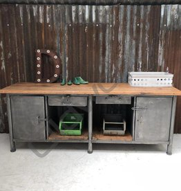 Industrieel meubel Industriële dressoir