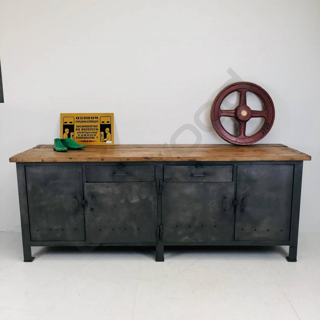 Stoer dressoir/kookeiland