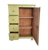Groene houten kast