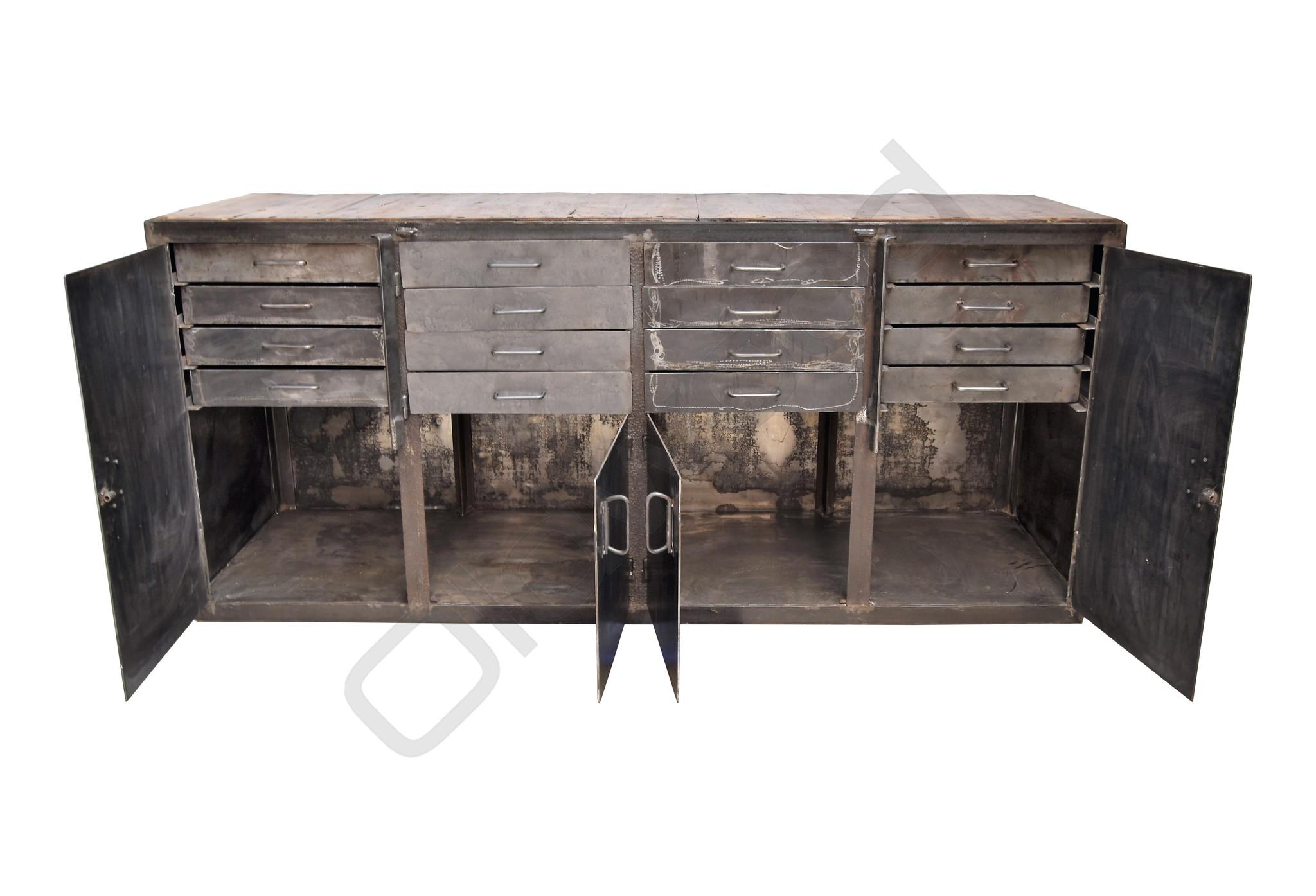 Stoere metalen dressoir