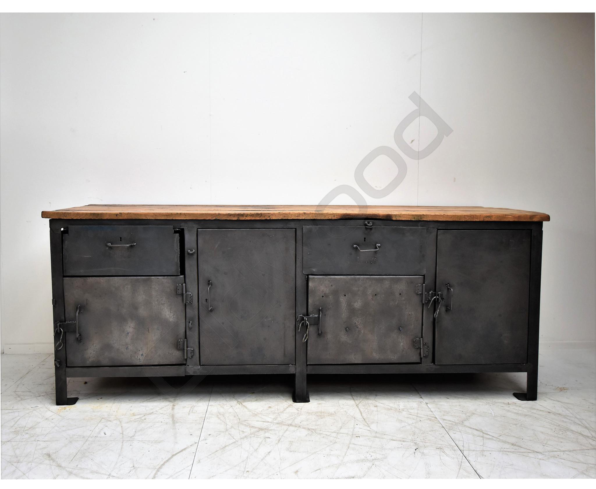 Stoere kookeiland/dressoir