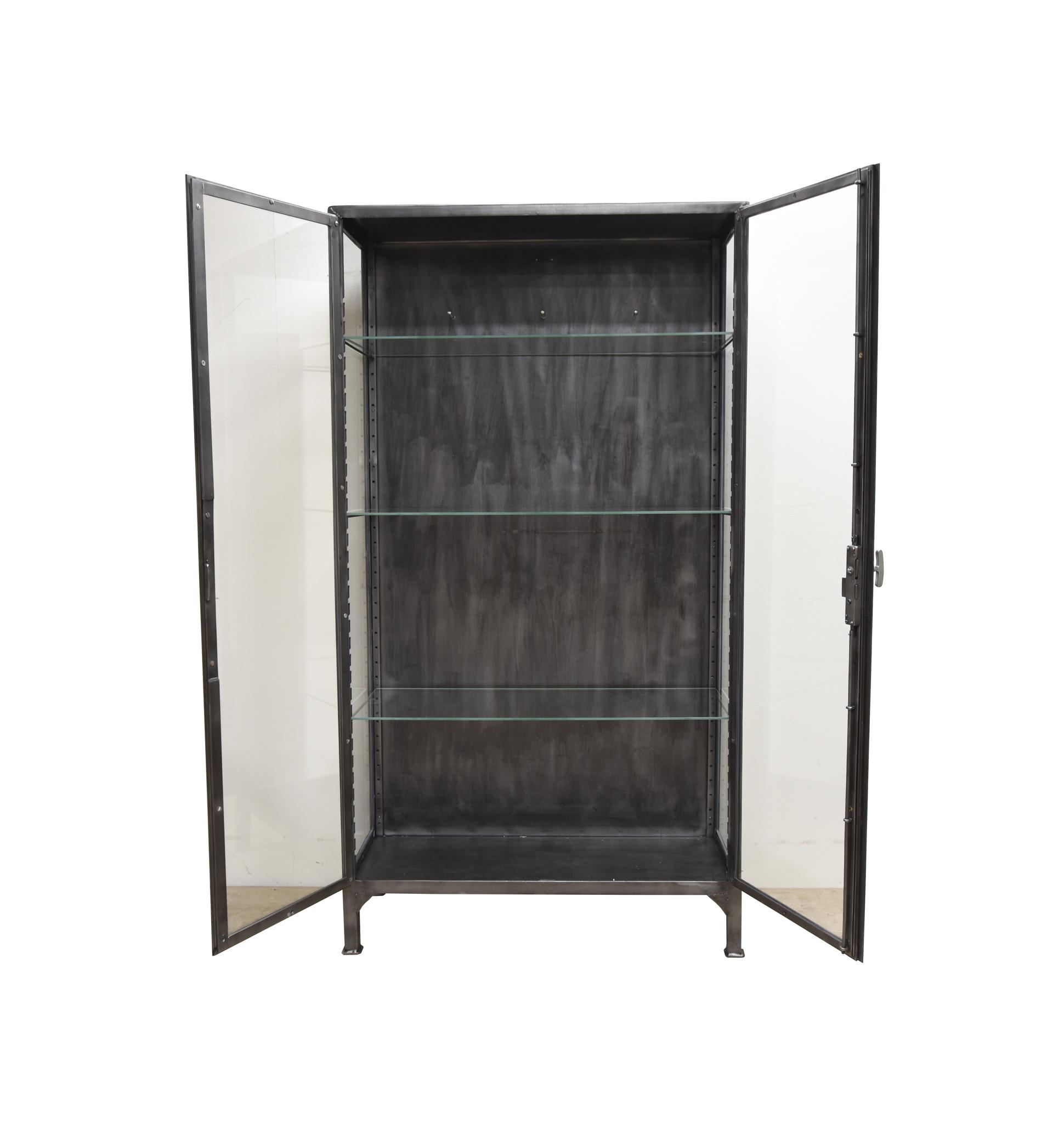 Robuuste metalen vitrine / medicijnkast