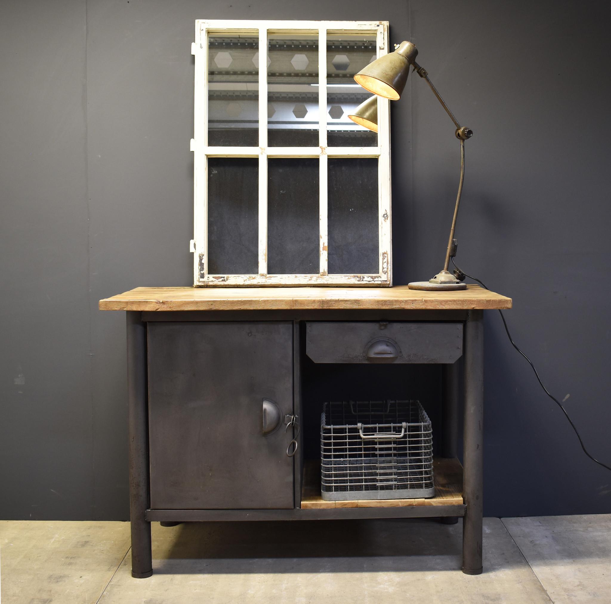 Industriële werkbank - Stoer dressoir