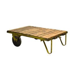 Industriële oude houten trolley met metalen onderstel