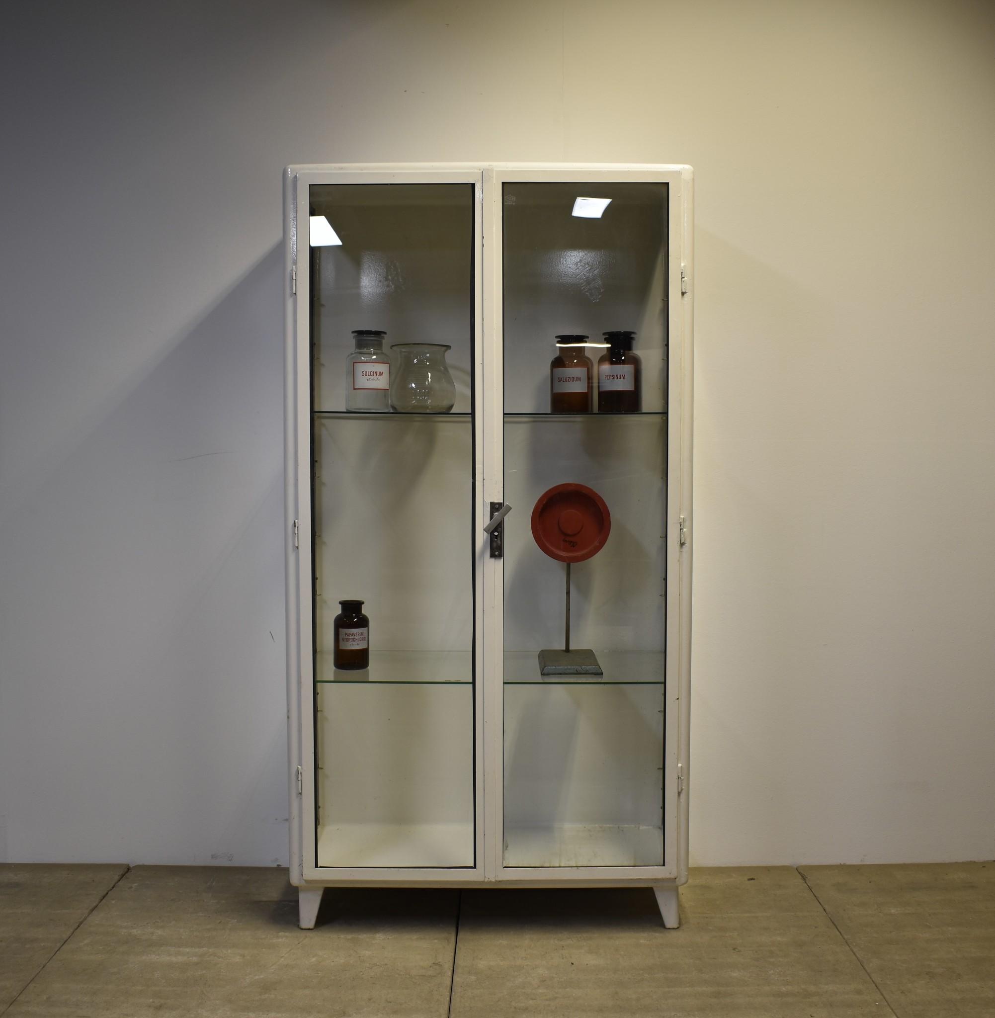 Vintage medicijnkast/vitrine