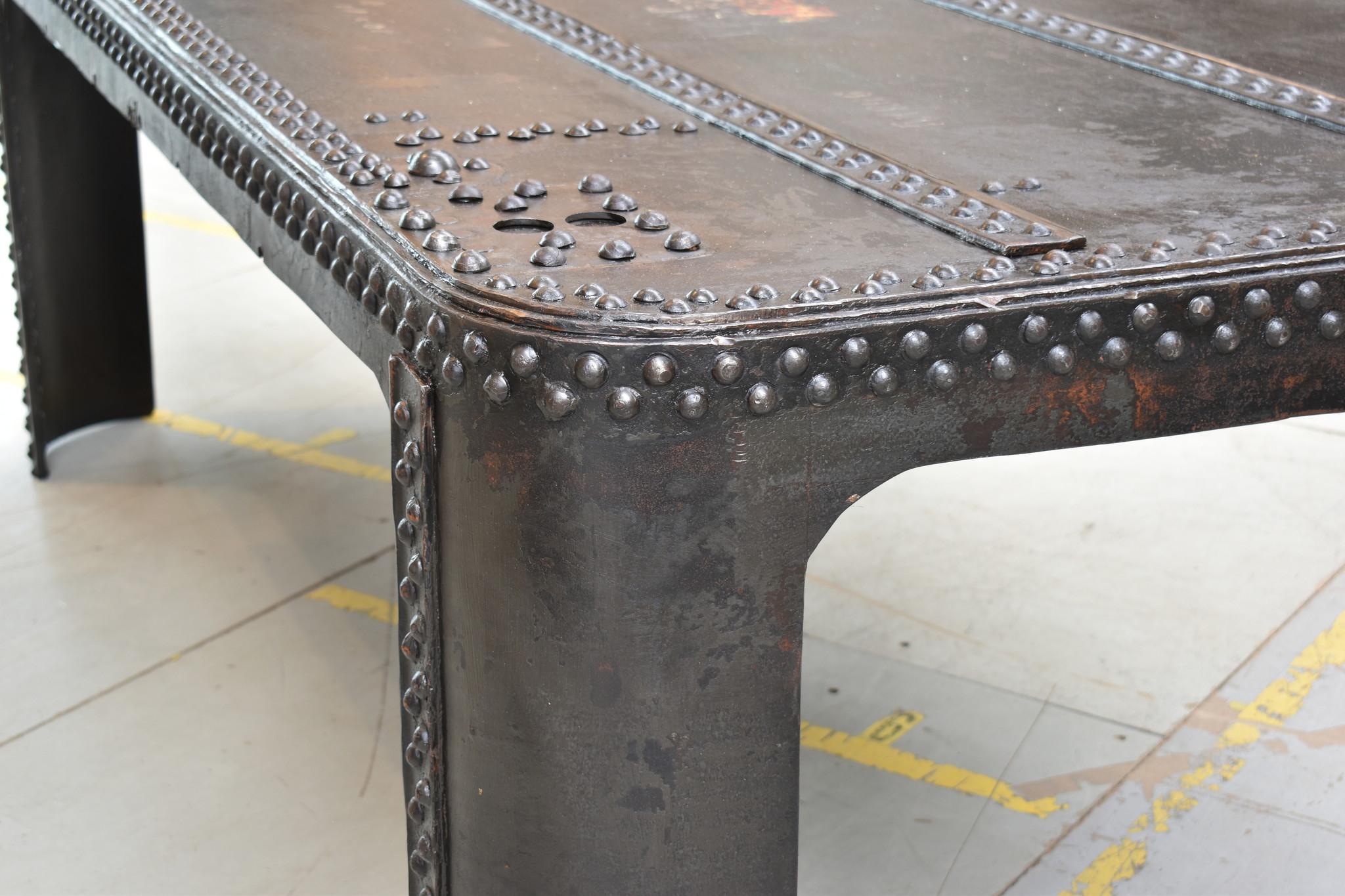 Originele oude tank tafel