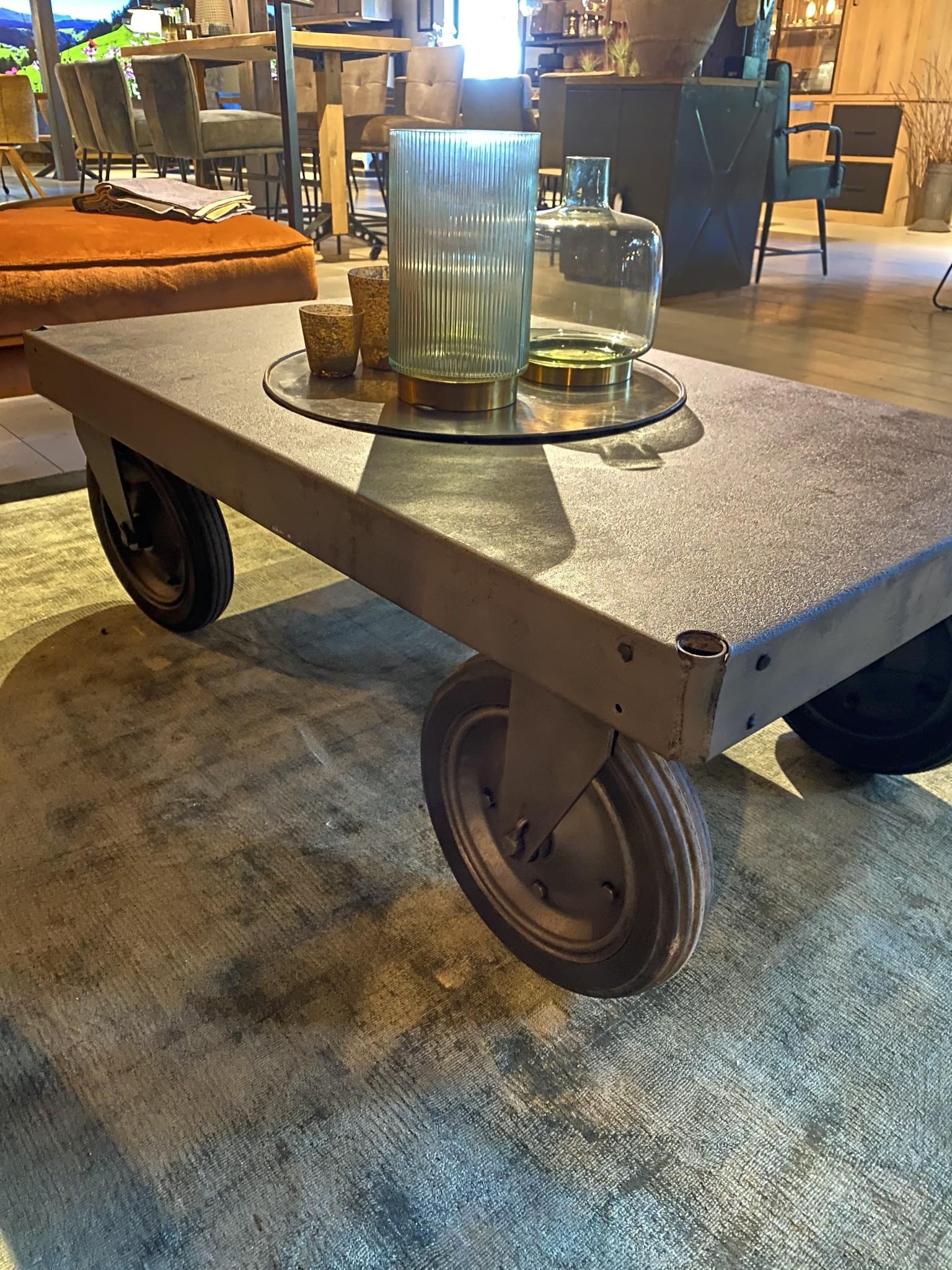 Industriële trolley gestraald
