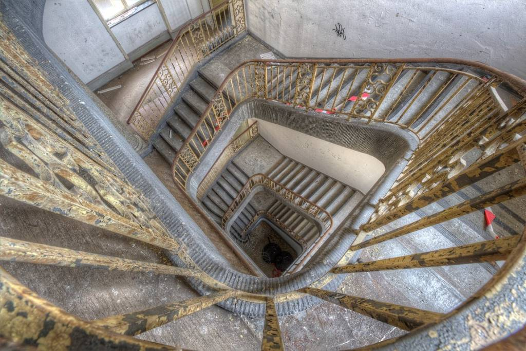 Scratch Photography - Foto's op geborsteld aluminium - diverse afmetingen Spiral stairs - photo on aluminum