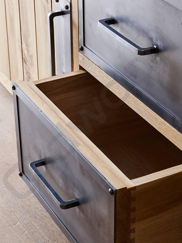 Tv meubel / dressoir met metalen lades