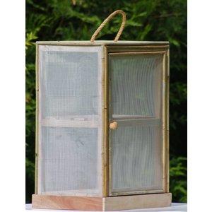 Vliegenkastje en houten bakken