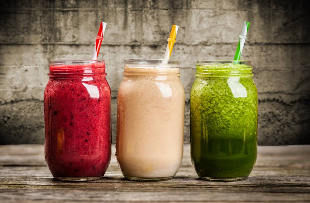 Healthy and easy fruit smoothies combined with Aloe Vera