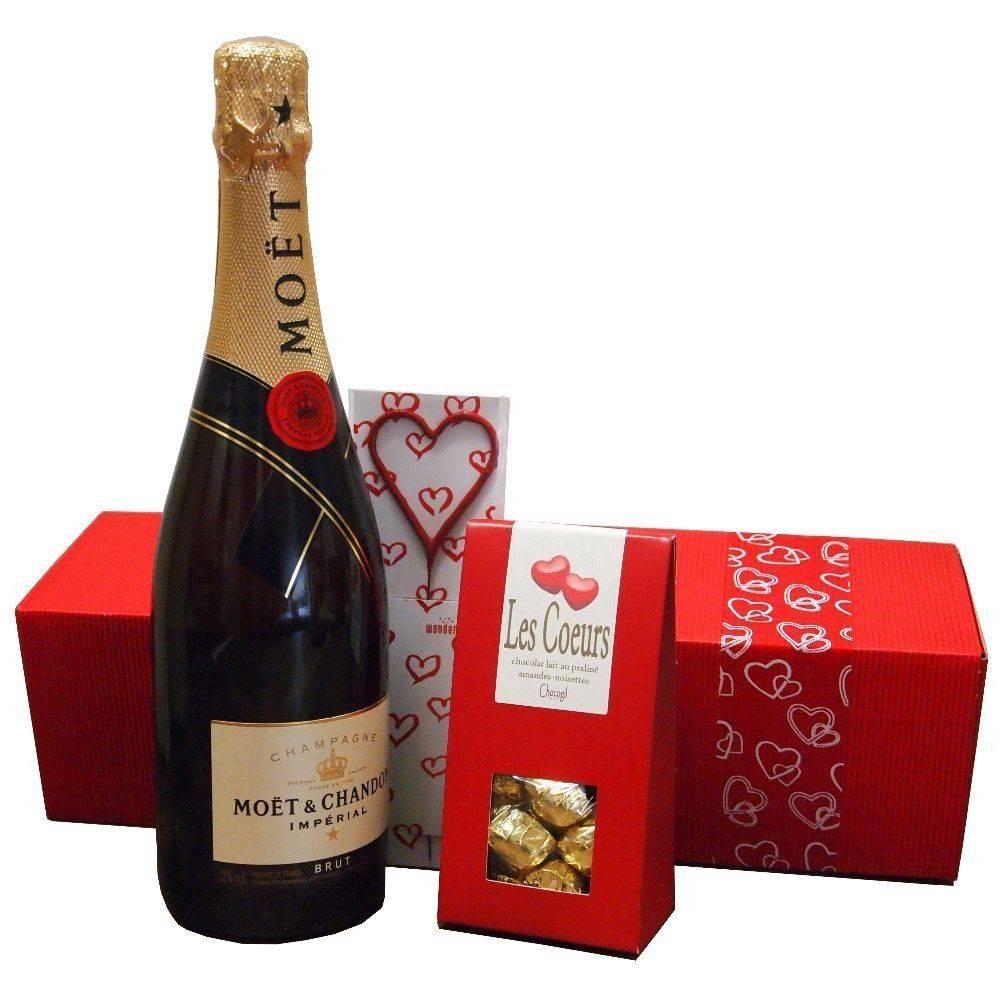 Moet & Chandon Champagner Geschenkset von Herzen mit Pralinen und Wunderkerze