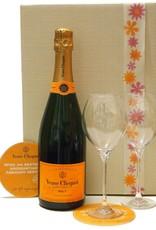 Veuve Clicquot Champagner Geschenk Idee für einen besonderen Abend mit 2 Champagnergläsern