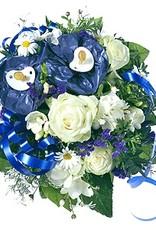 flotte Blumen Strauß zur Geburt eines kleinen Jungen