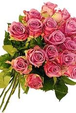 flotte Blumen Rosenstrauß Cool Water mit fliederfarbenen Blüten