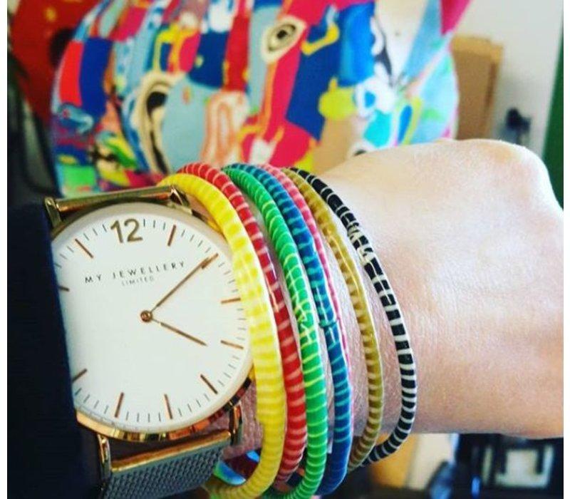 Afrikanische farbige Armbänder von aufbereiteten Pantoffeln