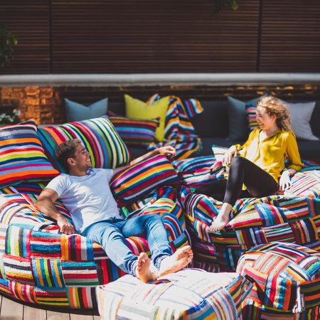 Kleurrijke zitzakken met een bijzonder verhaal