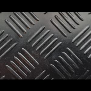 Rubberen loper op maat met traanplaatmotief, 3mm