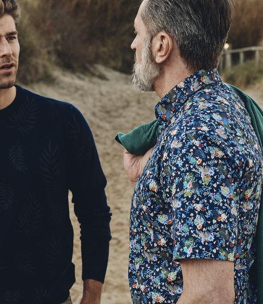 navy hemd met kleurrijk motief