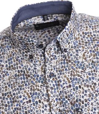 FORMEN hemd met bijzondere print in blauw en beige op witte achtergrond