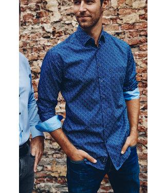 FORMEN mooi blauw hemd met driehoekjesprint in berry en oker