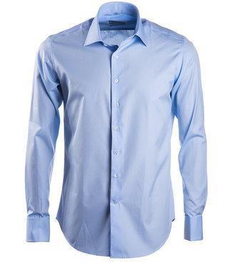 FORMEN Lichtblauw hemd in luxe 2-ply katoen met dubbele manchet - Slim fit