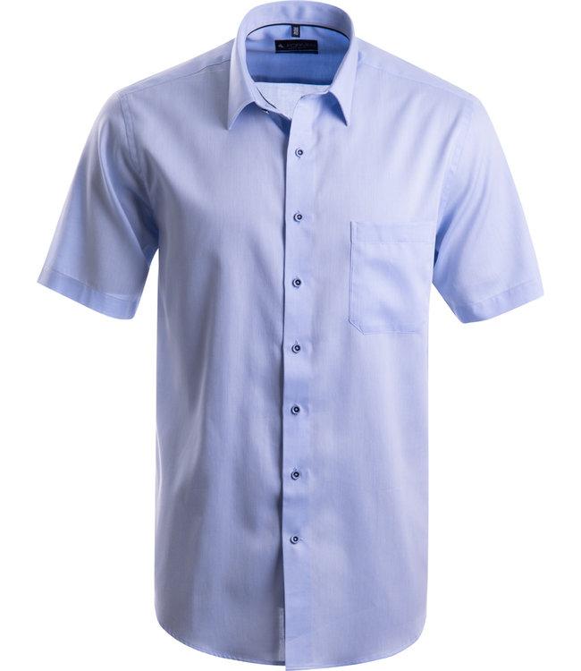 FORMEN effen lichtblauw hemd met korte mouwen