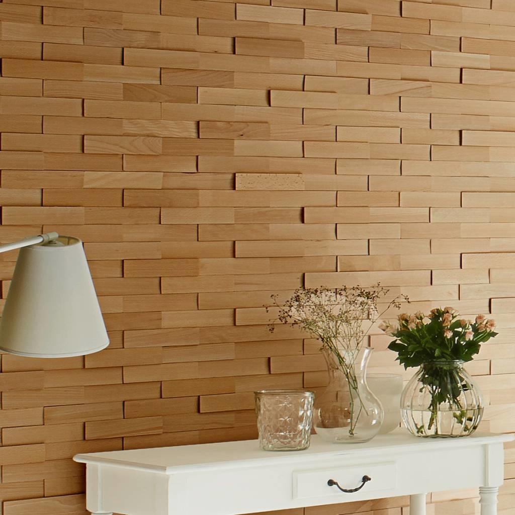Reinigung der Wandfliesen oder Holzstreifen