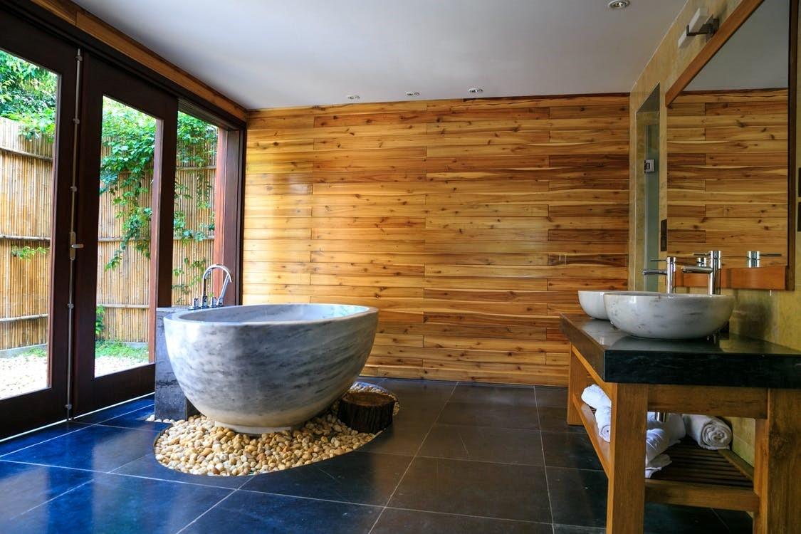 Holzstreifen Im Bad Ist Das Moglich Style4walls