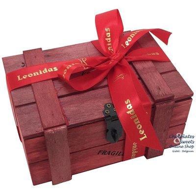 Holzkiste mit 500g Leonidas Pralinen