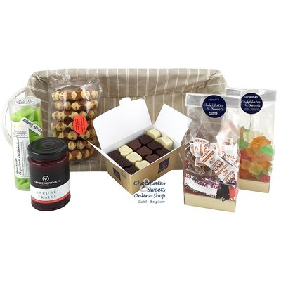 Gift basket with delicacies without Added Sugar