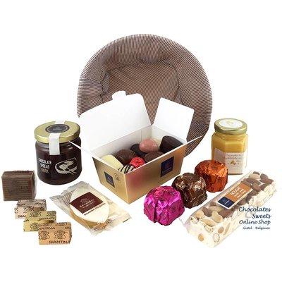 panier cadeau avec des chocolats et des délices