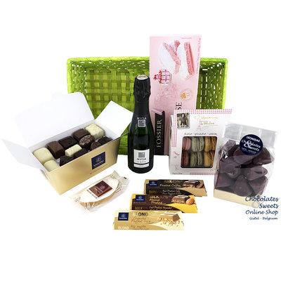 Panier cadeau avec CAVA et des délices (XL)