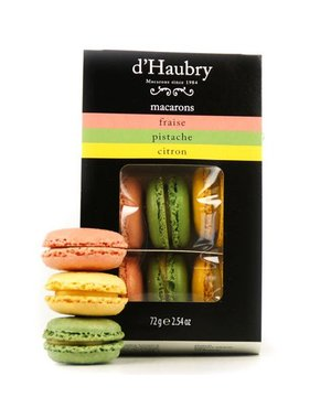 6 Macarons: strawberry, pistachio and lemon