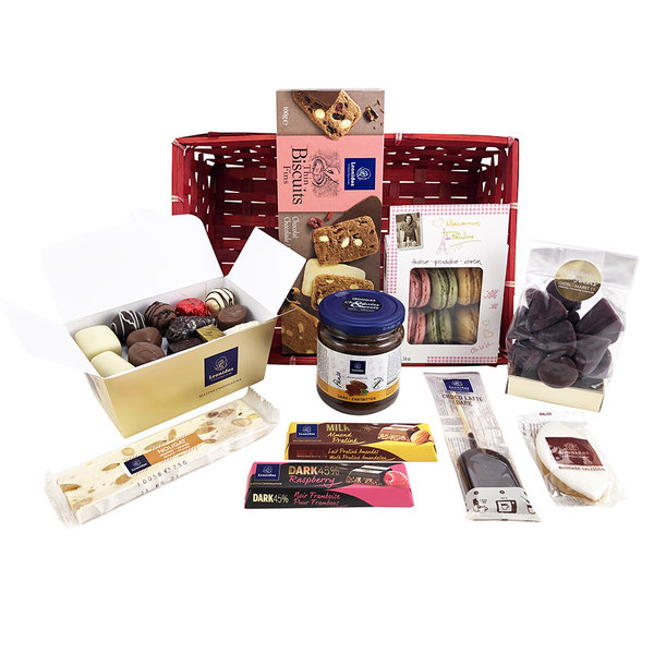 Gift basket (L) with chocolates and delicacies