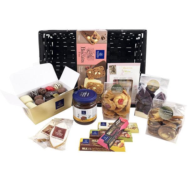 Geschenkmand (XL) pralines en delicatessen