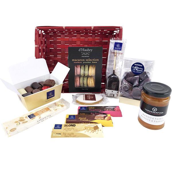 Geschenkkorb (M) mit Pralinen und Delikatessen