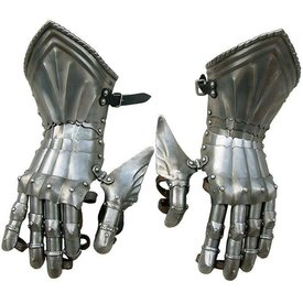 Gauntlets with rope shaped edge