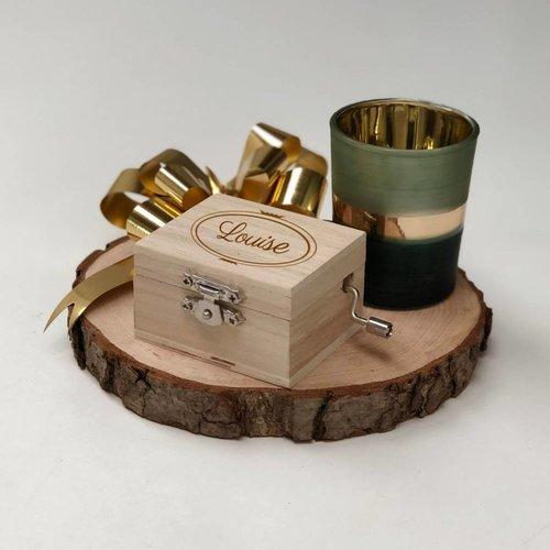 Boîte à musique en bois avec nom