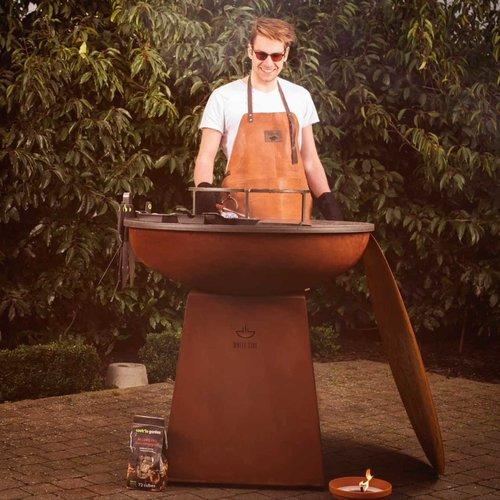 White Fire barbecue avec tablier en cuir personnalisé