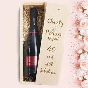 Champagne dans caisse en bois avec gravure