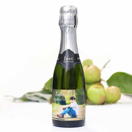 Petite bouteille de vin mousseux avec étiquette personnalisée