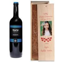 Vin rouge dans caisse en bois avec photo