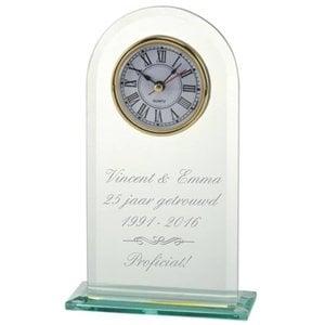 Glazen Standaard met klok en tekst