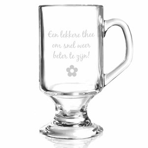 Mug de thé en verre sur pied avec gravure