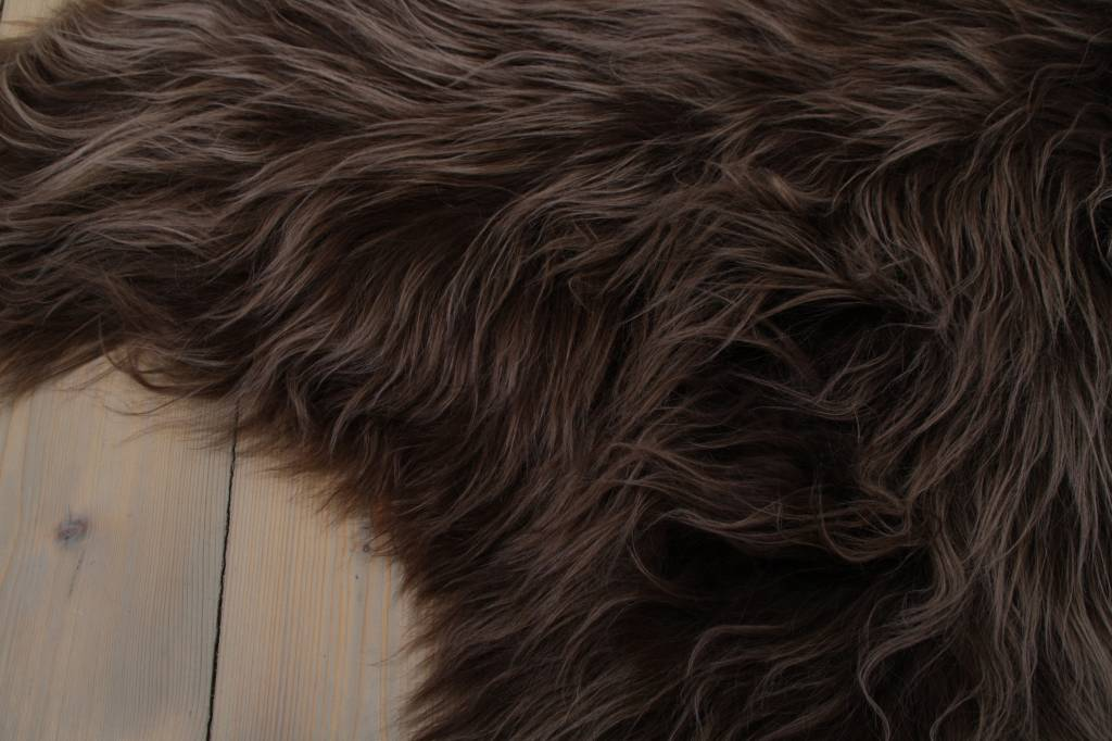 testVan Buren Schapenvacht IJslands met  extra lange haren kastanjebruin